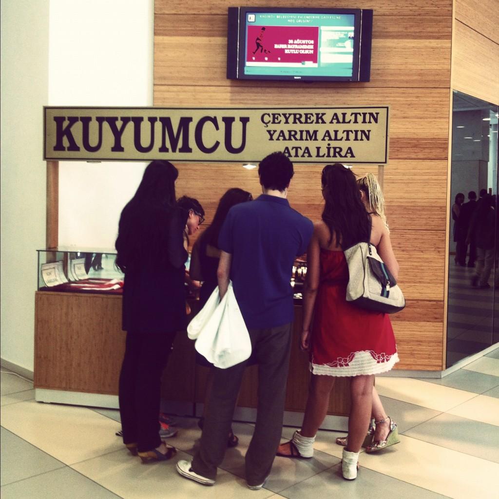 (Kadıköy Evlendirme Dairesi: arz talepte son nokta. Fotoğraf yazarın arşivinden)