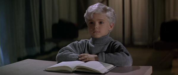 """Unutmadan, filmde """"Her boku bilen sarışın"""" rolünde Tuna Kiremitçi'nin çocukluğu oynuyor."""