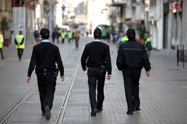 Bir polis rüyası: İstiklal'de üniformasız kimse yok!