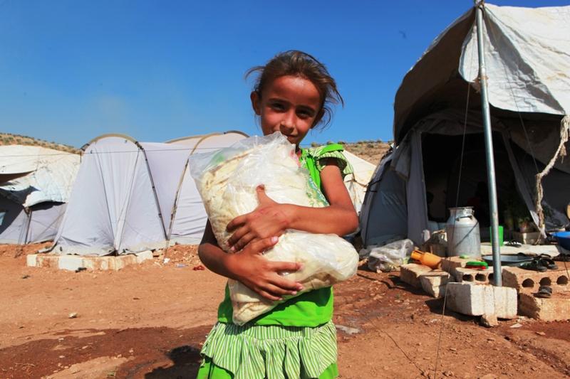 İHH Suriyeli mültecilere ekmek kampanyasından...