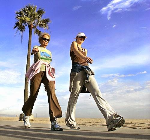Normal bir eylem olarak yürümek. Yürüdüğünüz muhite göre anormal olabilir.