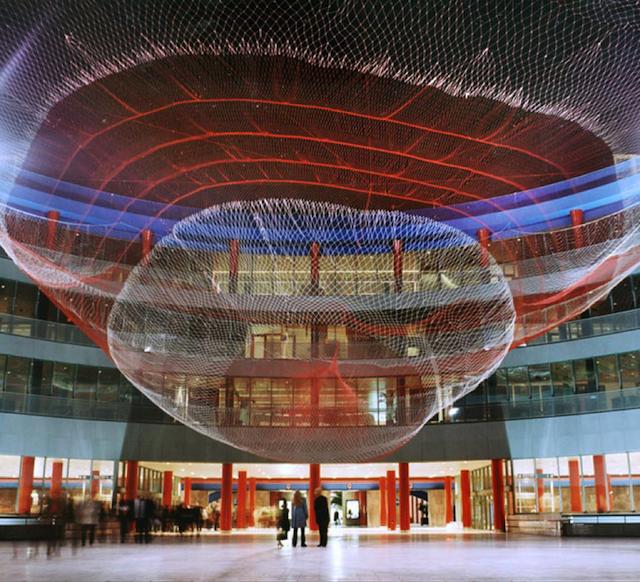Elle yapılmış bir buçuk milyon adet düğümden oluşan eser, 2001, Madrid