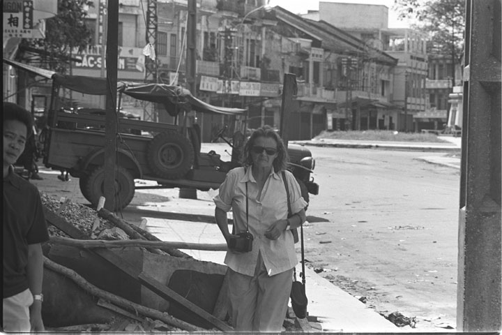 Clare Hollingworth, Daily Telegraph, Saigon, Haziran 1968. UMass Boston Digital Archives