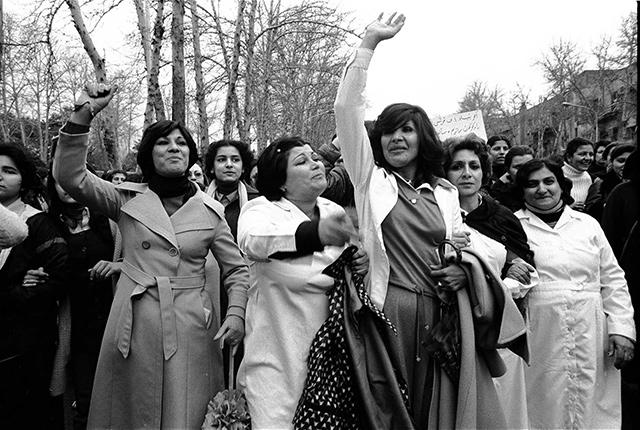 iran-kadinlar-protesto-1