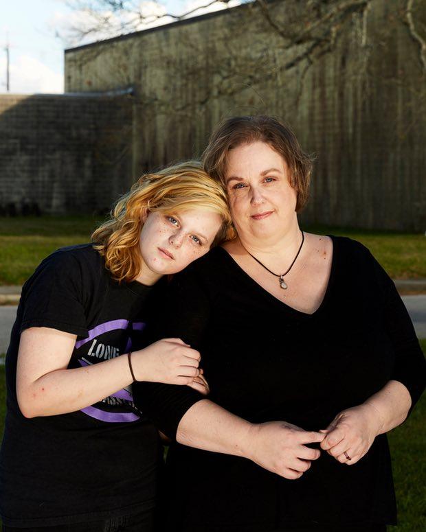 Victoria Elder ve 18 yaşındaki kızı Morgane. [Fotoğraf: Guardian için Daymon Gardner]
