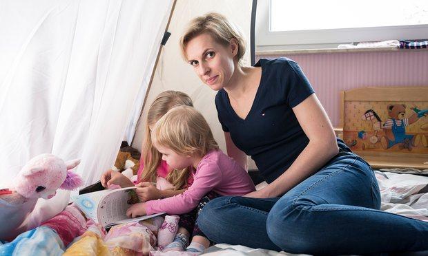 Jessika Rose kızlarıyla. [Fotoğraf: Guardian için Thorsten Futh]