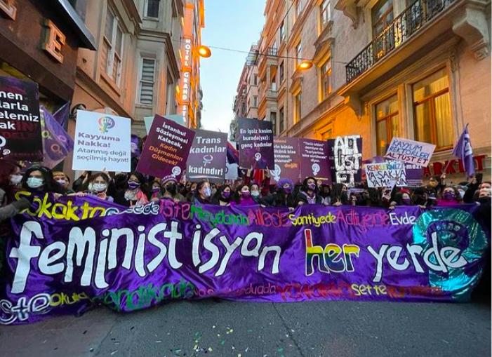 Y8 Mart Postası: Feminist İsyan Her Yerde