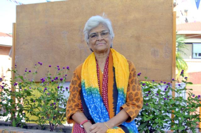 YFeminist gibi şarkı söylemek: Kamla Bhasin Güney Asya'da feminizmin bir güç olmasını nasıl sağladı?